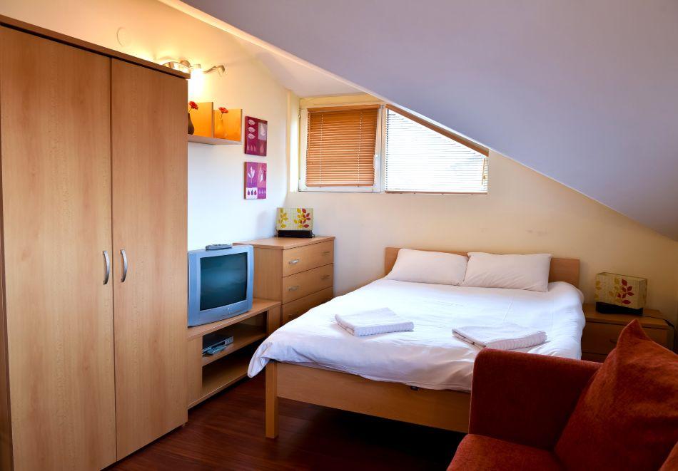 Нощувка на човек + басейн и релакс зона в апарт хотел Божурленд, Банско, снимка 8
