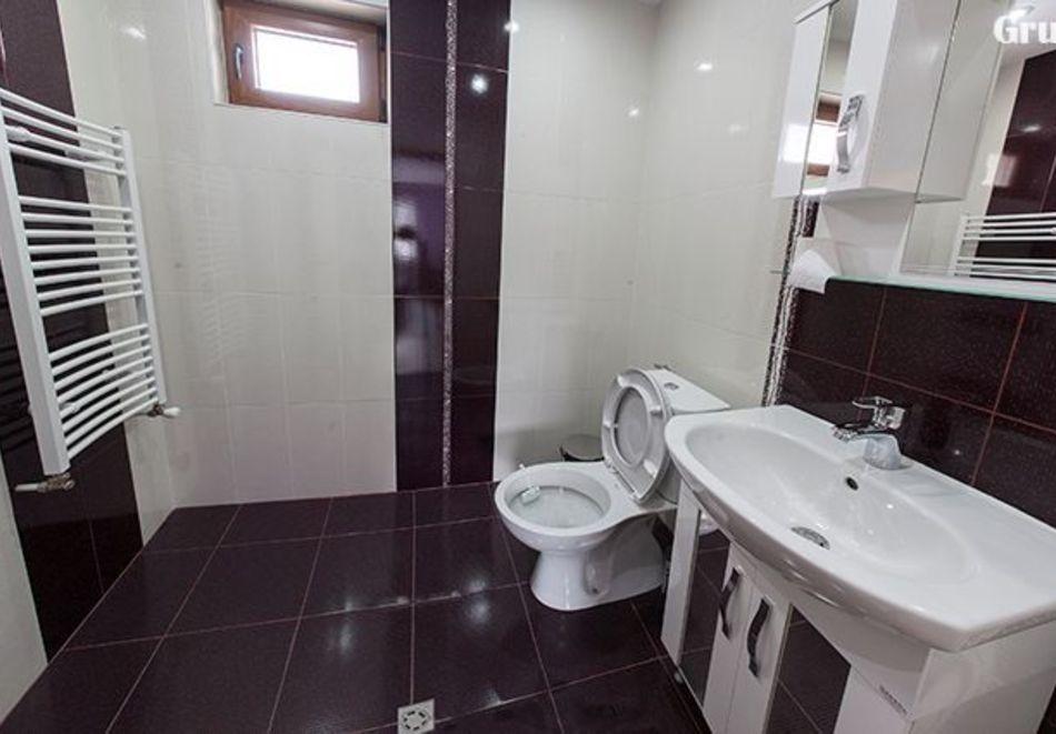 Делник в Сапарева баня! Нощувка за двама или трима в къща за гости Кавдански, снимка 9