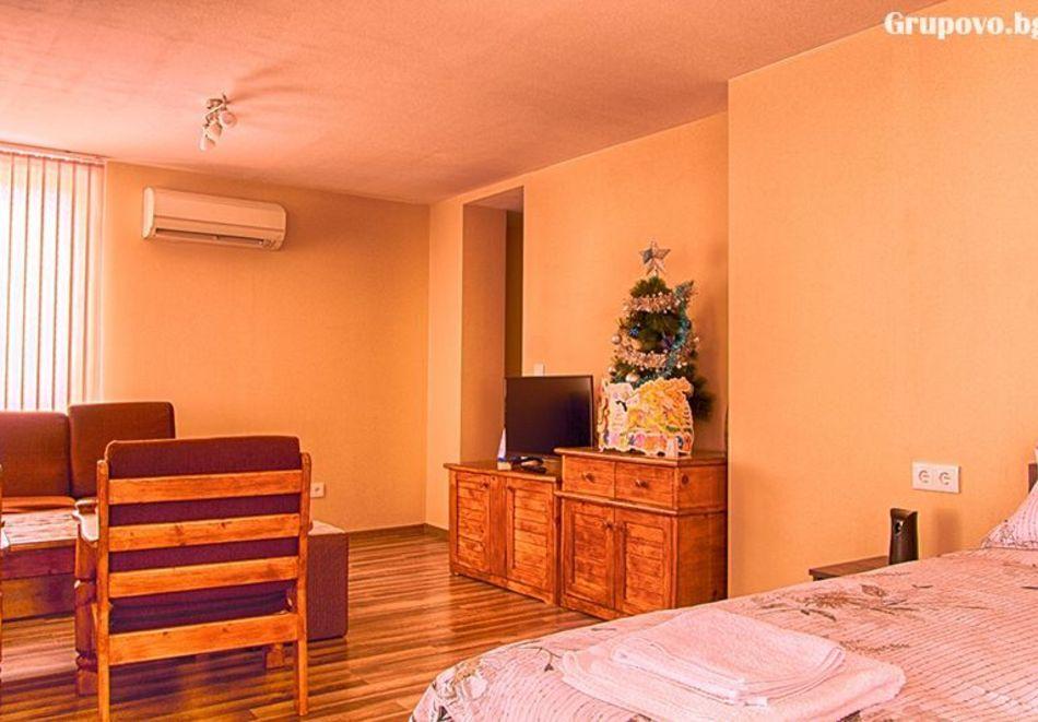Делник в Сапарева баня! Нощувка за двама или трима в къща за гости Кавдански, снимка 10