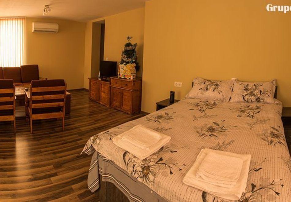 Делник в Сапарева баня! Нощувка за двама или трима в къща за гости Кавдански, снимка 7