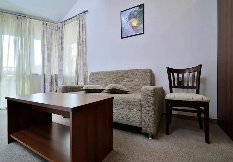 3, 5 или 7 нощувки на човек със закуски + сауна в семеен хотел Кралев двор***, Банско, снимка 5