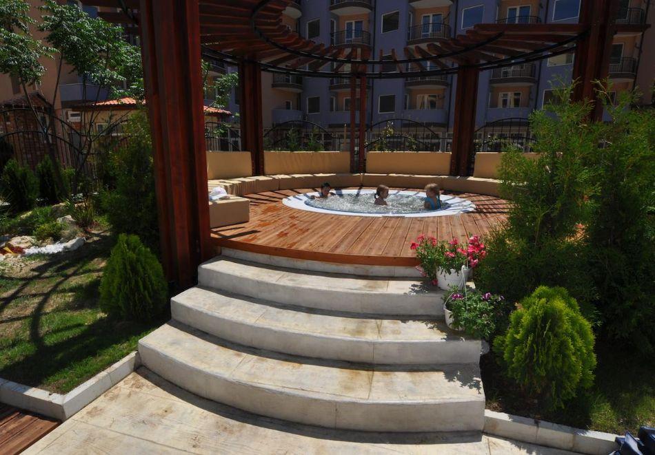 Нощувка на човек в хотел Хармони Суитс 2, 3, Джънгъл + басейн и релакс зона в Хармони Суитс Монте Карло, Слънчев бряг, снимка 7