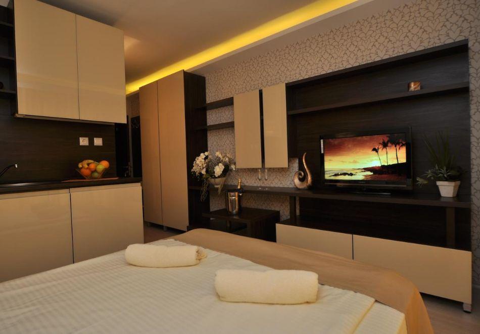 Нощувка на човек в хотел Хармони Суитс 2, 3, Джънгъл + басейн и релакс зона в Хармони Суитс Монте Карло, Слънчев бряг, снимка 12