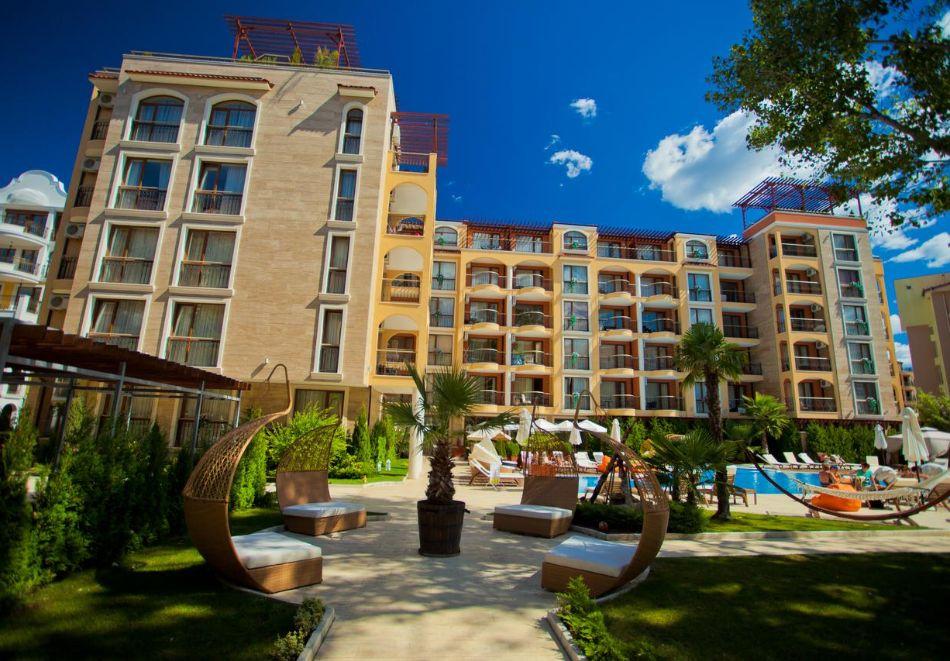 Нощувка на човек в хотел Хармони Суитс 2, 3, Джънгъл + басейн и релакс зона в Хармони Суитс Монте Карло, Слънчев бряг, снимка 3