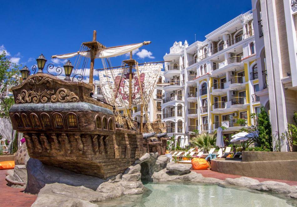 Нощувка на човек + басейн и релакс зона в хотел Хармони Суитс Монте Карло, Слънчеб бряг, снимка 5
