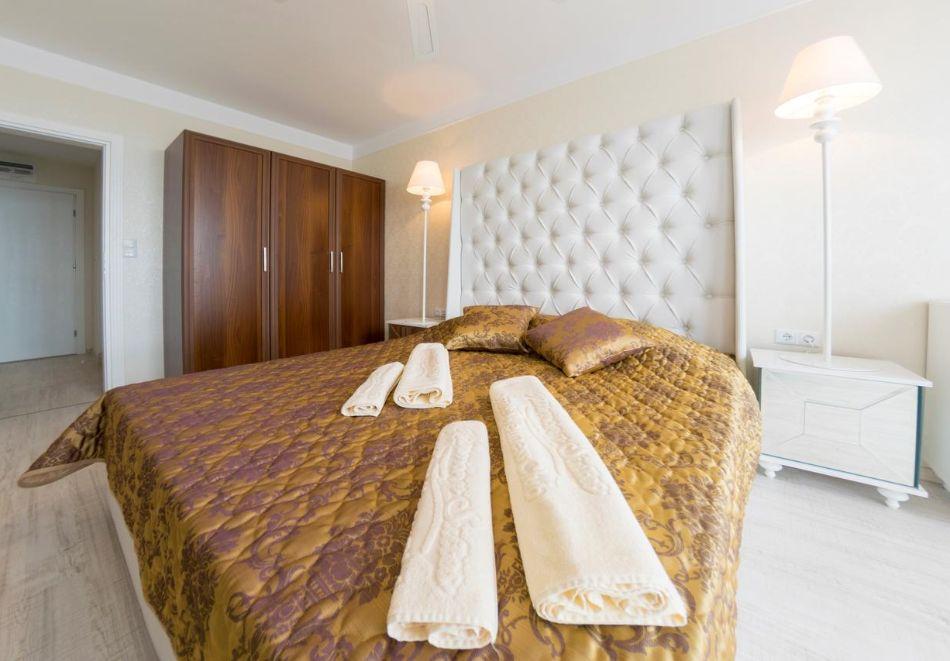 Нощувка на човек + басейн и релакс зона в хотел Хармони Суитс Монте Карло, Слънчеб бряг, снимка 12