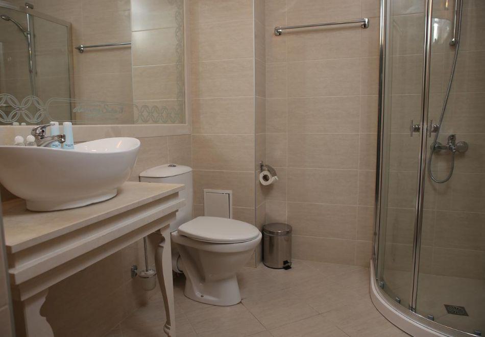 Нощувка в апартамент за двама с две деца или трима в хотел Хармони Суитс Дрийм Айлънд, Слънчев бряг, снимка 8