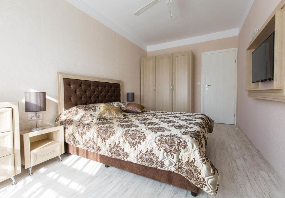 Нощувка в апартамент за двама с две деца или трима в хотел Хармони Суитс Дрийм Айлънд, Слънчев бряг, снимка 3