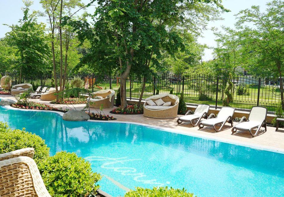 Нощувка в апартамент за двама с две деца или трима + басейн и релакс пакет в хотел Хармони Суитс Дрийм Айлънд, Слънчев бряг, снимка 3