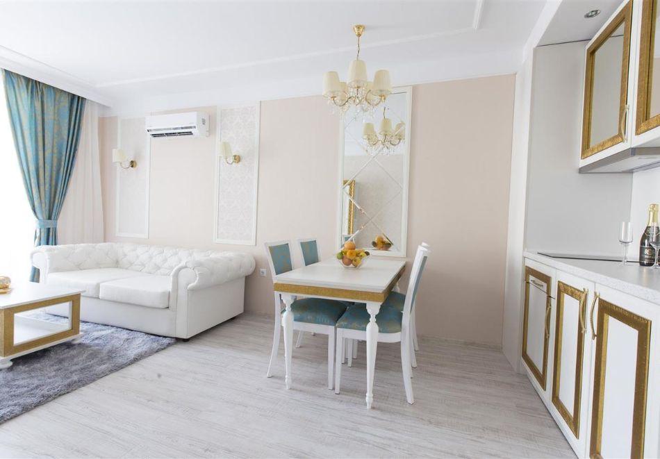 Нощувка в апартамент за двама с две деца или трима в хотел Хармони Суитс Дрийм Айлънд, Слънчев бряг, снимка 7