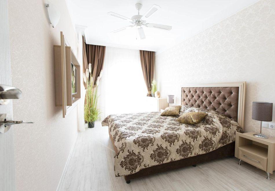 Нощувка в апартамент за двама с две деца или трима в хотел Хармони Суитс 10, Свети Влас, снимка 4