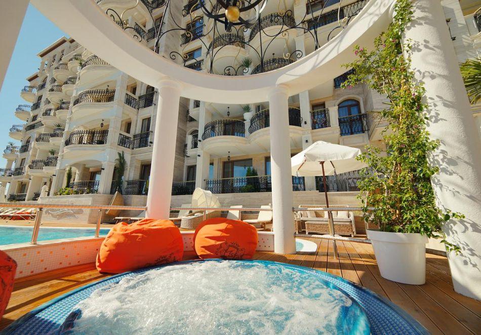 Нощувка в апартамент за двама с две деца или трима в хотел Хармони Суитс 10, Свети Влас, снимка 3