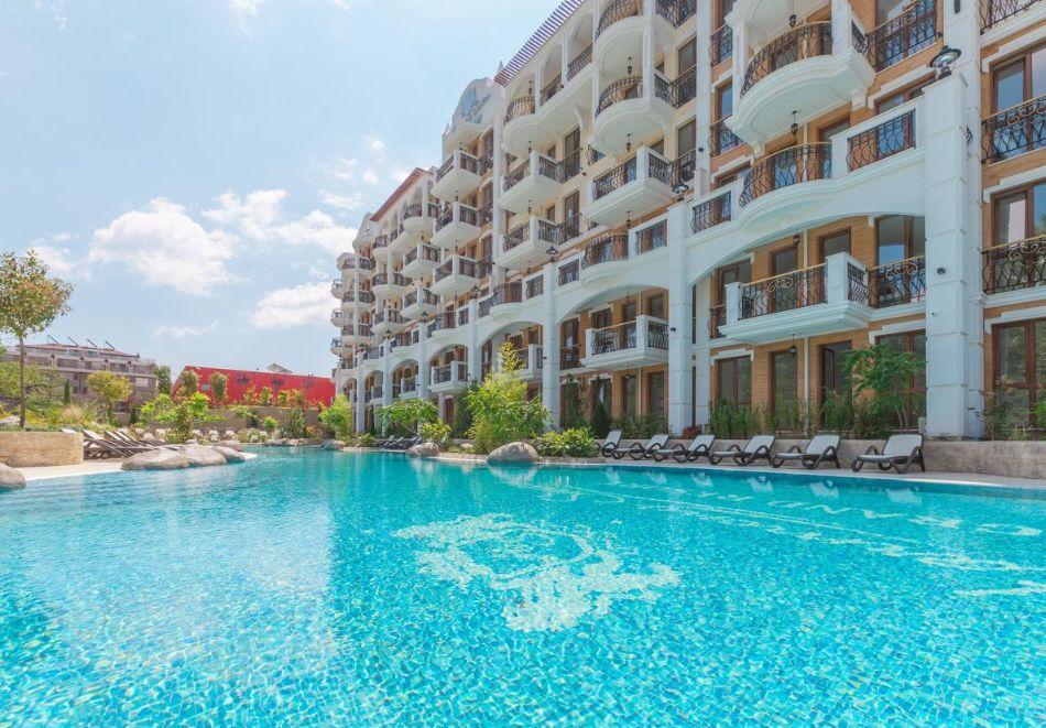Нощувка на човек + басейн и релакс зона в хотел Хармони Суитс Гранд Ризорт 11, 12, Слънчев бряг, снимка 2