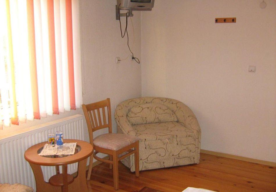 Нощувка на човек в къща за гости Таня, Добринище, снимка 6