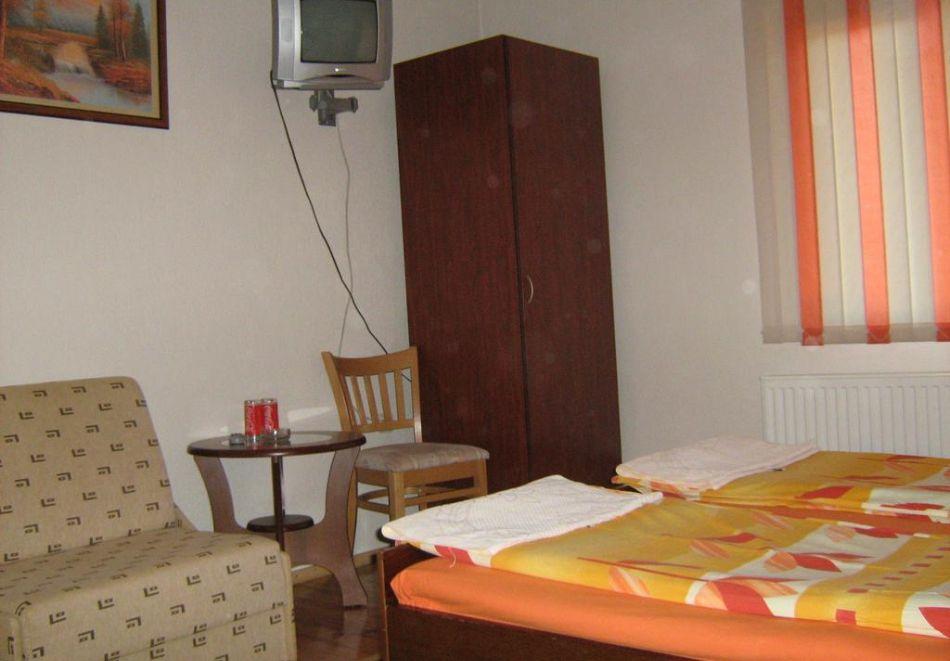Нощувка на човек в къща за гости Таня, Добринище, снимка 7