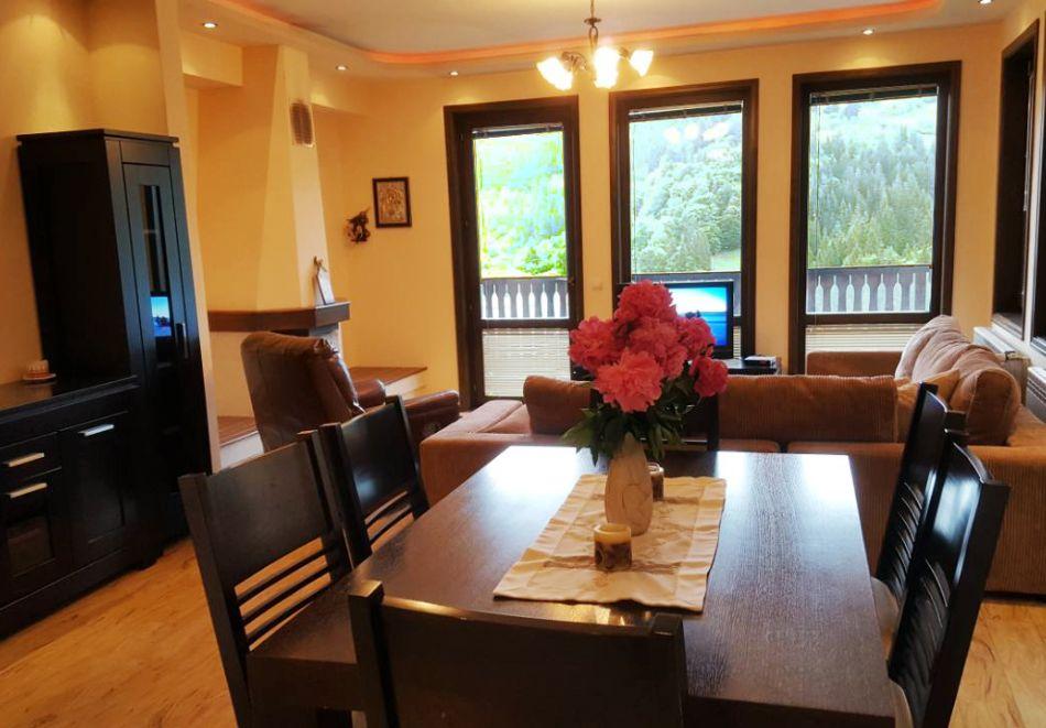 Почивка край Пампорово! 3 нощувка в самостоятелна къща с капацитет 10 човека + барбекю от Родопски Изгреви, с. Момчиловци, снимка 7