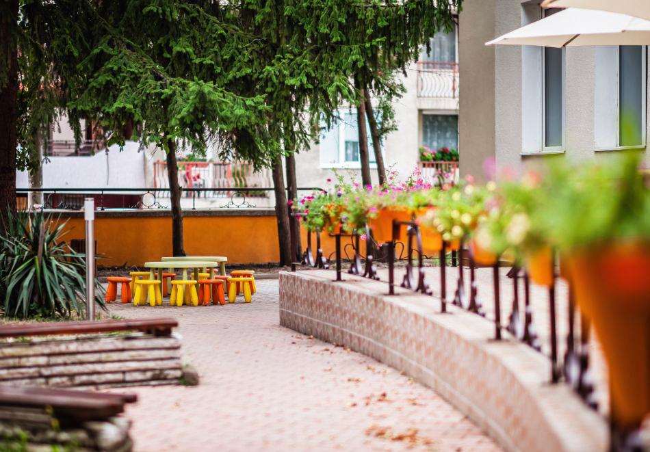 Нощувка със закуска на човек в Почивна станция Пауталия, Кюстендил. Дете до 12г - БЕЗПЛАТНО!, снимка 2