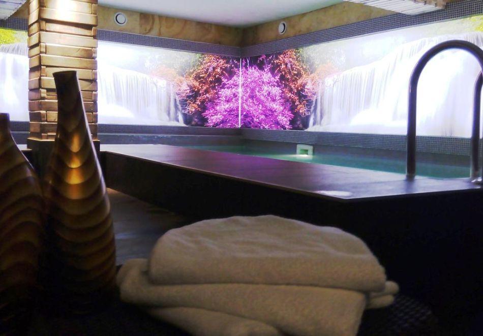 Нощувка на човек със закуска + басейн и релакс зона в РЕНОВИРАНИЯ хотел Виа Лакус, Сапарева баня!, снимка 4