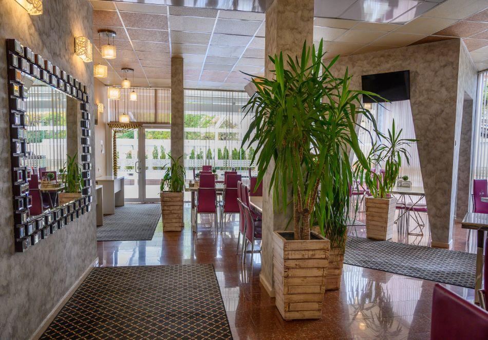 Нощувка на човек със закуска + басейн и релакс зона в РЕНОВИРАНИЯ хотел Виа Лакус, Сапарева баня!, снимка 13