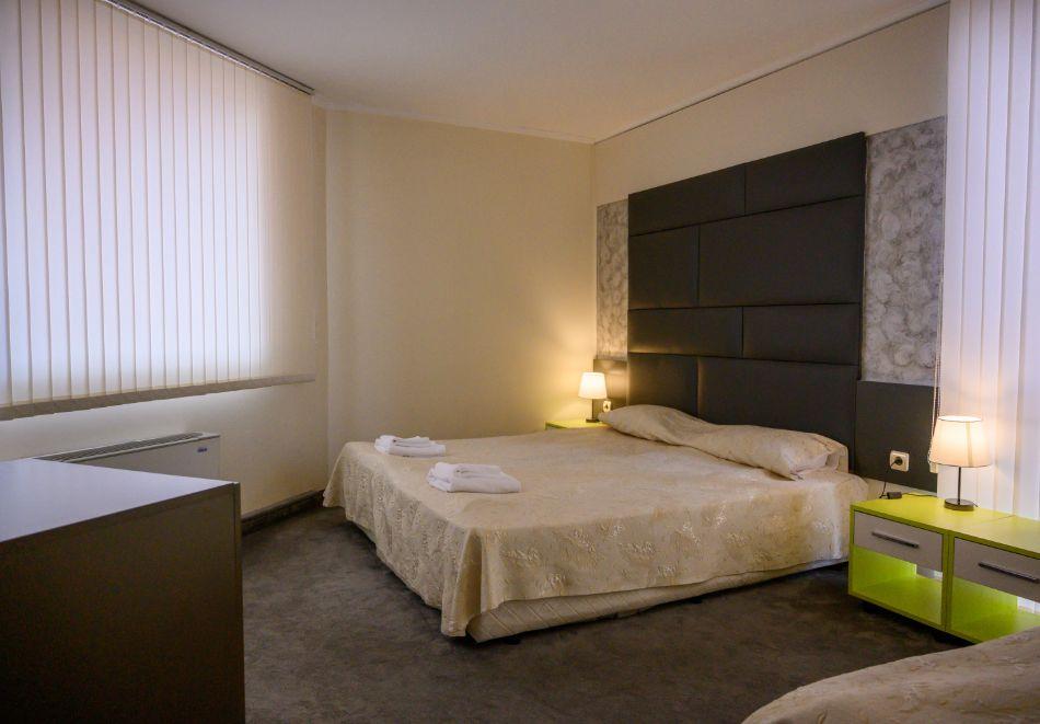 Нощувка на човек със закуска + басейн и релакс зона в РЕНОВИРАНИЯ хотел Виа Лакус, Сапарева баня!, снимка 11