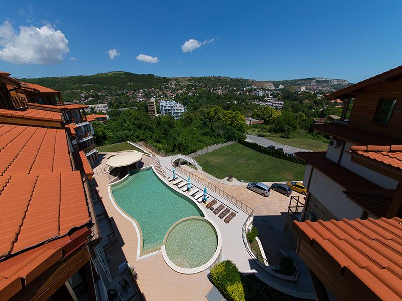 2+ нощувки за двама, четирима или шестима + басейн в хотелски комплекс Гардън Палас, Балчик, снимка 3