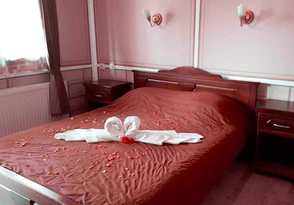 Нощувкa на човек със закуска и вечеря в хотел Чучура, гр. Копривщица, снимка 7