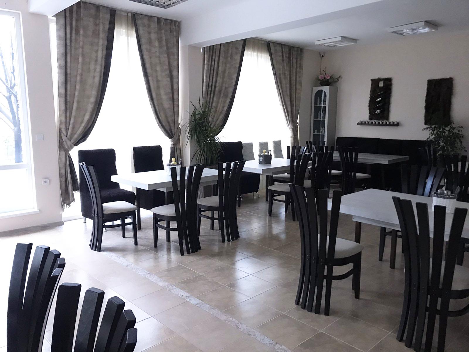 Нощувка с капацитет, до 15 човека + ползване на оборудван ресторант и зала за хранене от Семеен хотел Его, с. Минерални бани, снимка 6