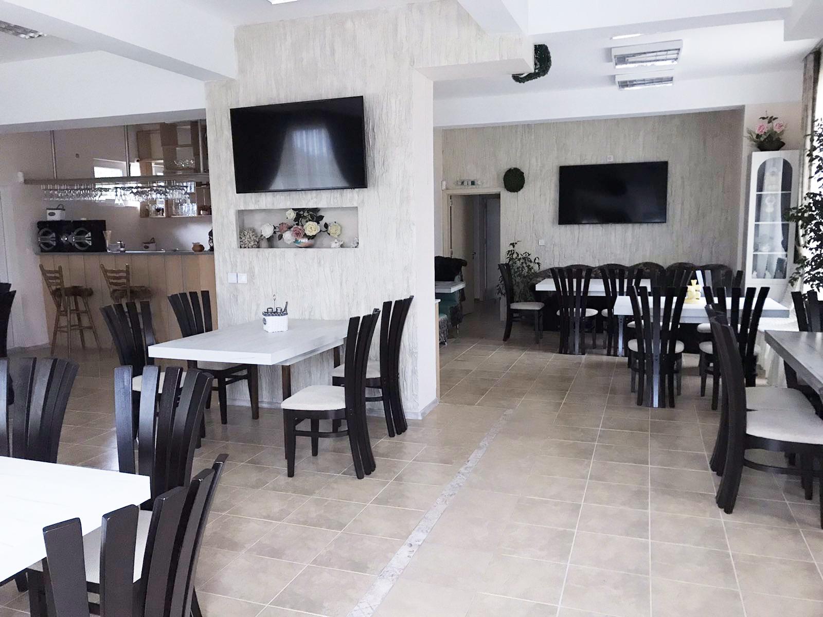 Нощувка с капацитет, до 15 човека + ползване на оборудван ресторант и зала за хранене от Семеен хотел Его, с. Минерални бани, снимка 9