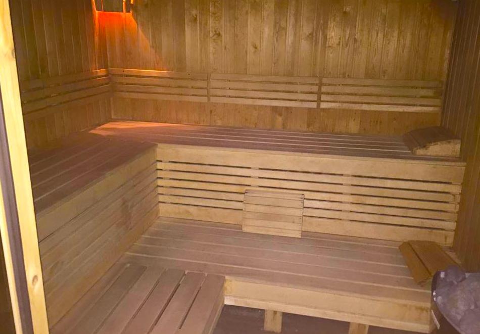 Нощувка на човек със закуска и вечеря + 3 минерални басейна и релакс зона от хотел Делта, Огняново, снимка 8