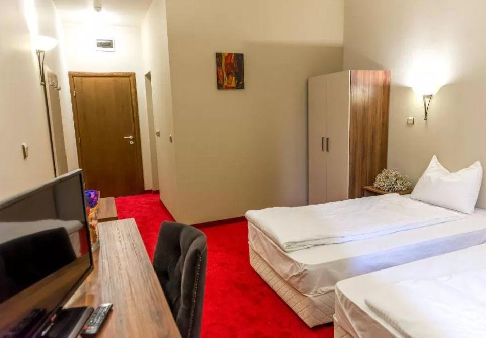 Почивка в Благоевград! Нощувка на човек със закуска и вечеря + минерален басейн и релакс пакет от хотел Монте Кристо, снимка 14
