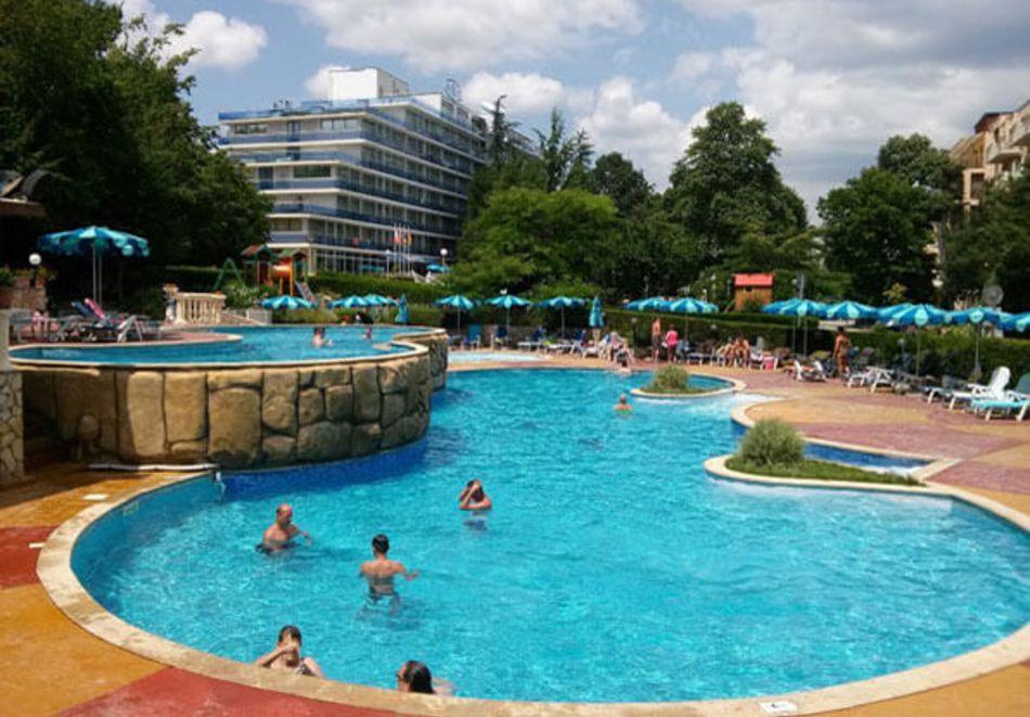 Нощувка на човек на база All Inclusive + басейн в Хавана Казино хотел & Спа****, Златни пясъци, снимка 4