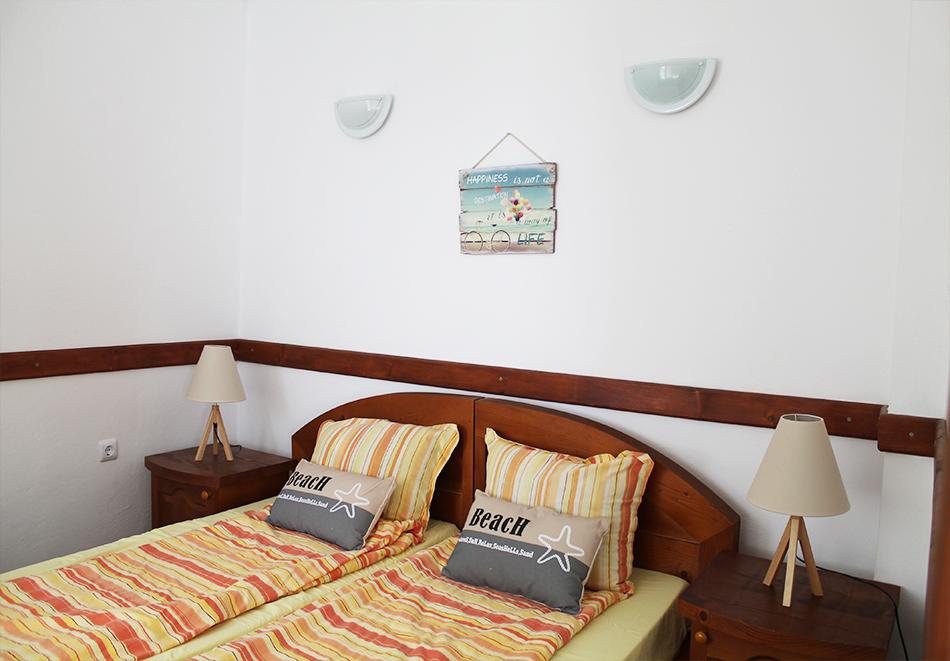 Ранни записвания за море 2021! Нощувка на човек със закуска и вечеря + басейн в семеен хотел М1, Приморско, снимка 4