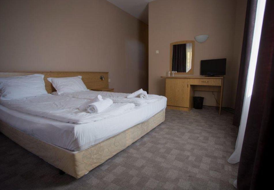 Нощувка на човек + минерален басейн и релакс зона от хотел Прим, Сандански, снимка 9
