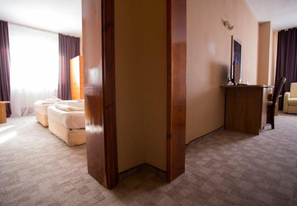 Нощувка на човек + минерален басейн и релакс зона от хотел Прим, Сандански, снимка 11
