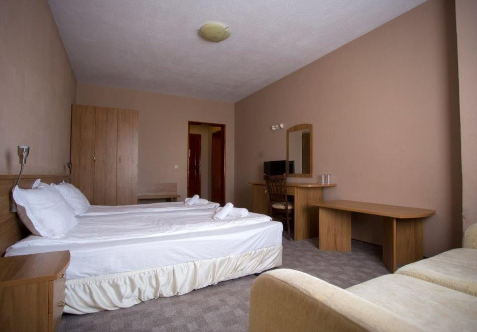 Нощувка на човек със закуска + минерален басейн и релакс зона от хотел Прим, Сандански, снимка 8