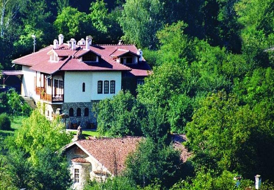 Нощувка на човек със закуска и вечеря* в Стаи за гости Болярска къща, Арбанаси, снимка 2