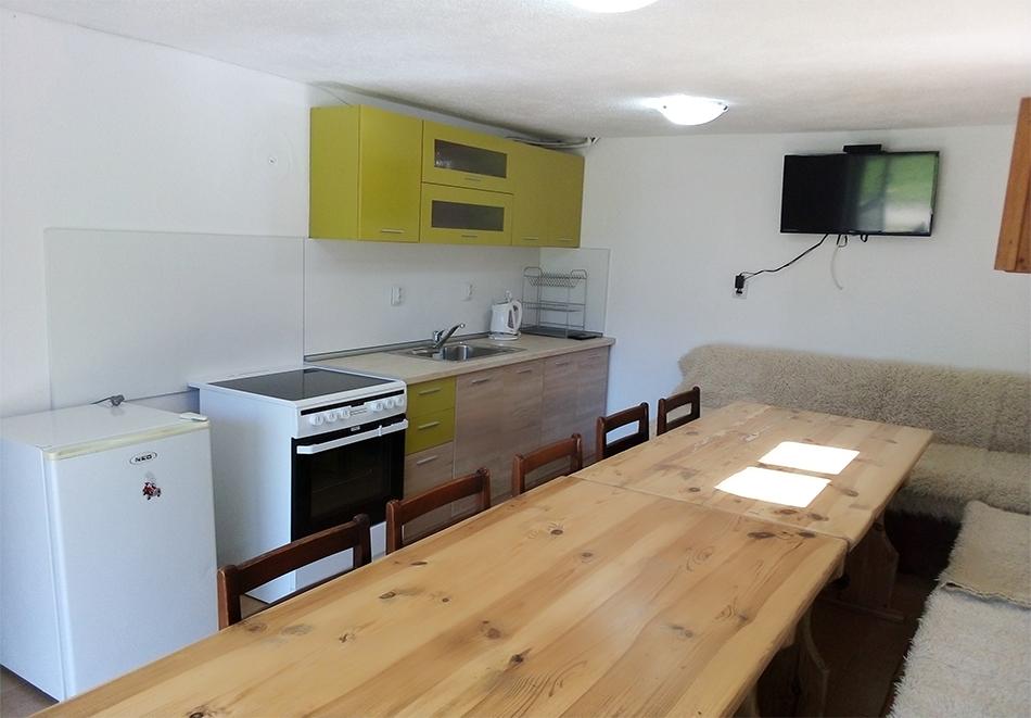 Наем на самостоятелна вила с капацитет до 10 човека + барбекю с камина от къща за гости Шипоко, м. Предела до Разлог, снимка 4