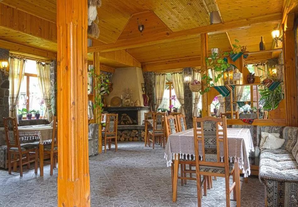 Нощувка на човек със закуска и вечеря в Стар Мерак, Рибарица, снимка 9