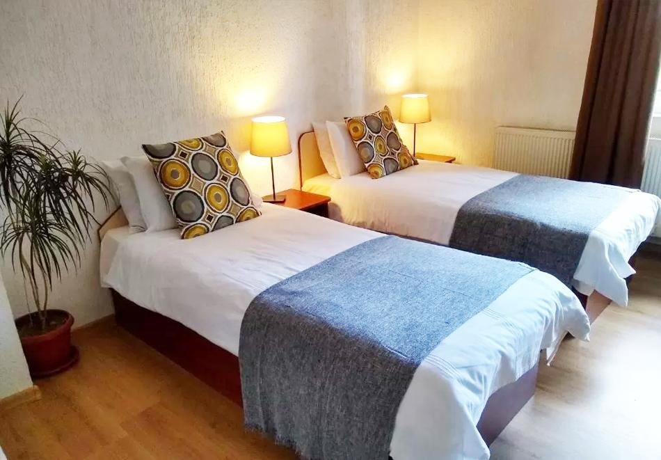 2 или 3 нощувки на човек със закуски* + транспорт до лифта в хотел Мишел***, Банско, снимка 6