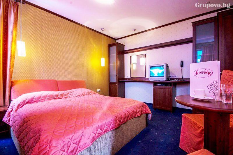 Нощувка със закуска на човек + голямо джакузи и релакс пакет в хотел Френдс, Банско, снимка 9
