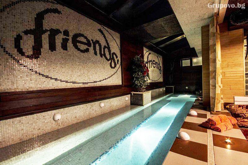 Нощувка със закуска на човек + голямо джакузи и релакс пакет в хотел Френдс, Банско, снимка 2