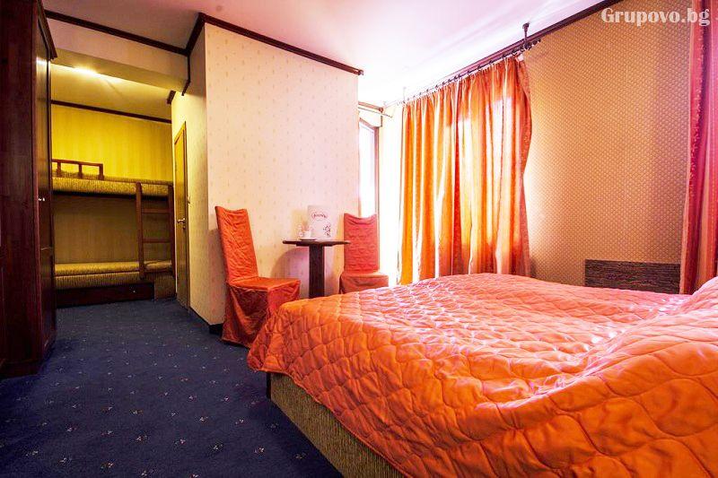 Нощувка със закуска на човек + голямо джакузи и релакс пакет в хотел Френдс, Банско, снимка 8