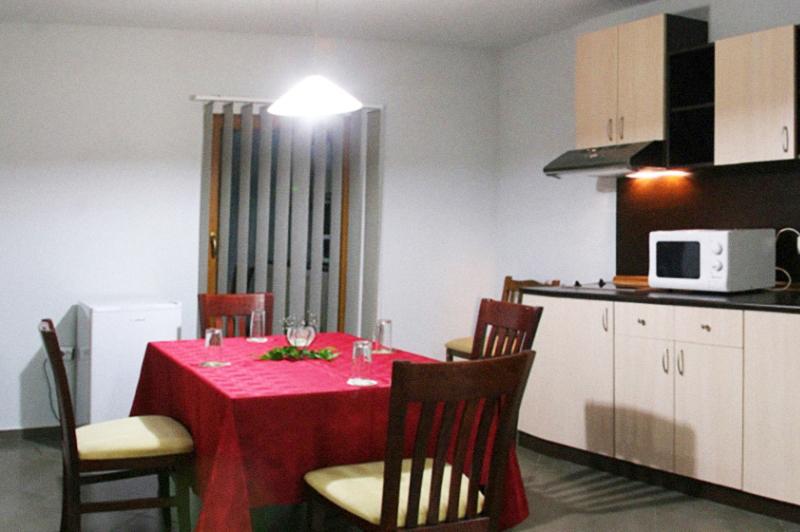 2 + нощувки със закуски в самостоятелна вила за 6 възрастни + 2 деца от Грийн Вилидж, Рибарица, снимка 4