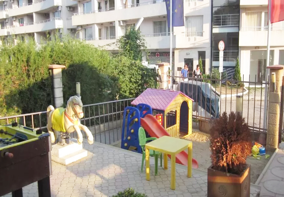 Нощувка за двама със закуска + басейн в семеен хотел Маргарита, Кранево, снимка 16