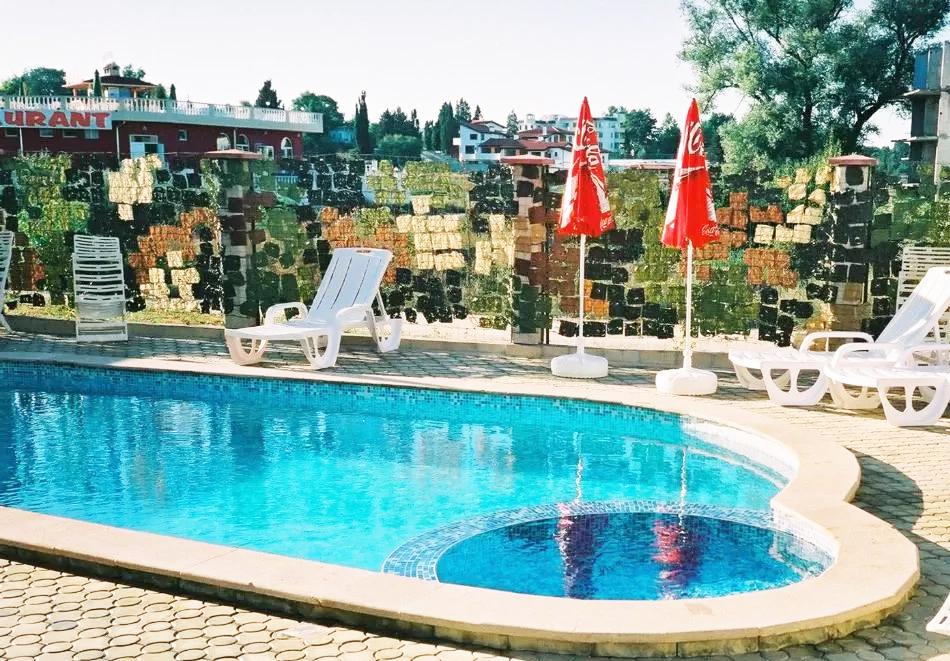 Нощувка за двама със закуска + басейн в семеен хотел Маргарита, Кранево, снимка 14