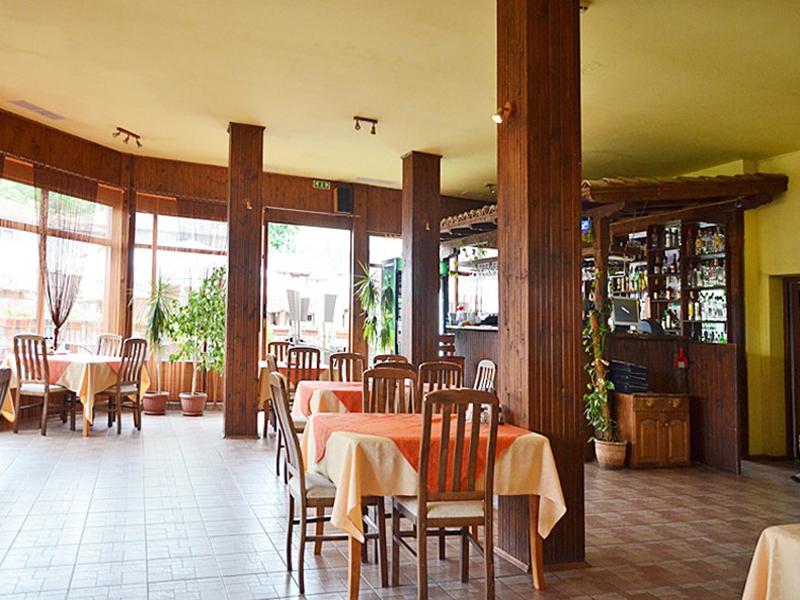 Почивка в Еленския Балкан. Нощувка на човек със закуска и вечеря + БАСЕЙН в Елени Палас, Елена, снимка 13