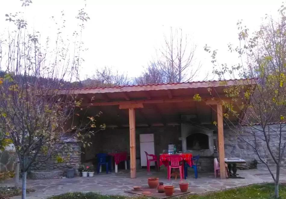 Нощувка за двама, трима или четирима във Вила Лилия, Априлци, снимка 9