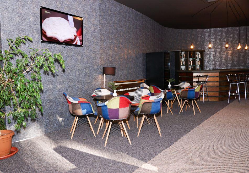 Нова година в Боровец! Нощувка на човек със закуска и вечеря в хотел Бор. Доплащане на място за Новогодишен куверт!, снимка 11