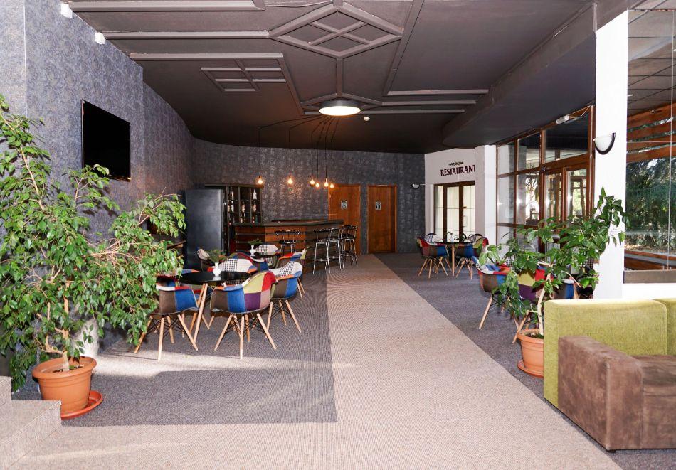 Нова година в Боровец! Нощувка на човек със закуска и вечеря в хотел Бор. Доплащане на място за Новогодишен куверт!, снимка 12