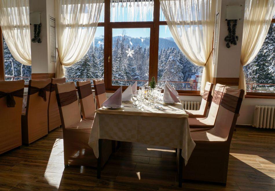 Нова година в Боровец! Нощувка на човек със закуска и вечеря в хотел Бор. Доплащане на място за Новогодишен куверт!, снимка 4